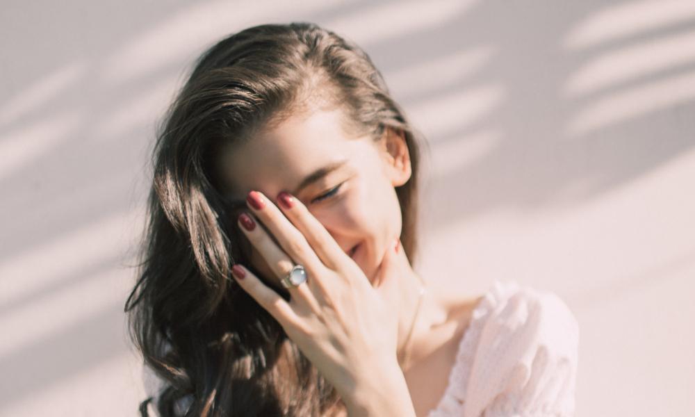 Exfoliación facial para un cutis radiante