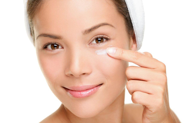 Los 5 mejores contornos de ojos para mujeres de 50 años